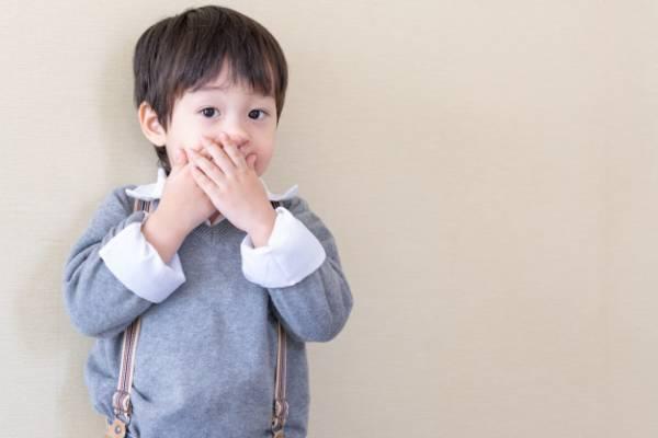 رفتار والدین هنگام لکنت زبان ناگهانی فرزندشان