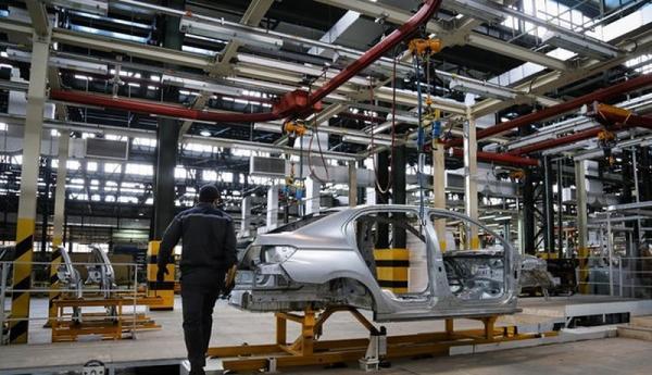 لابی خودروسازان برای آزادسازی قیمت خودرو