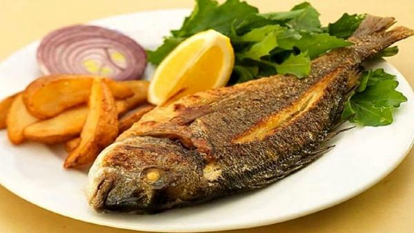 ماهی قزل آلا با سس سبزیجات